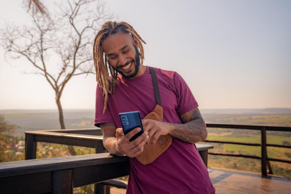 Motorola Edge 20 Pro chega ao Brasil por R$ 4999